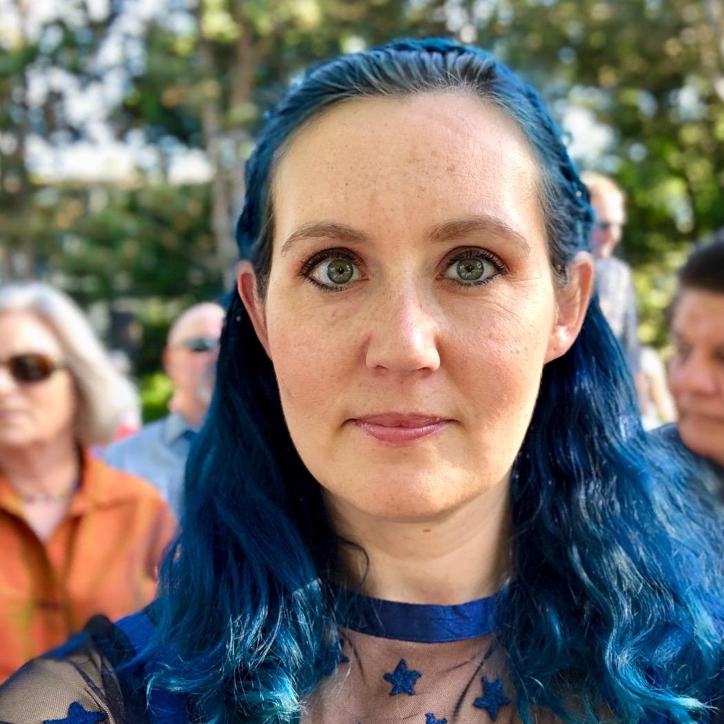 Amy MacKinnon Headshot